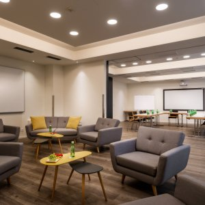Moderner Meetingraum mit Lounge-Bereich, City Hotel Stockerau