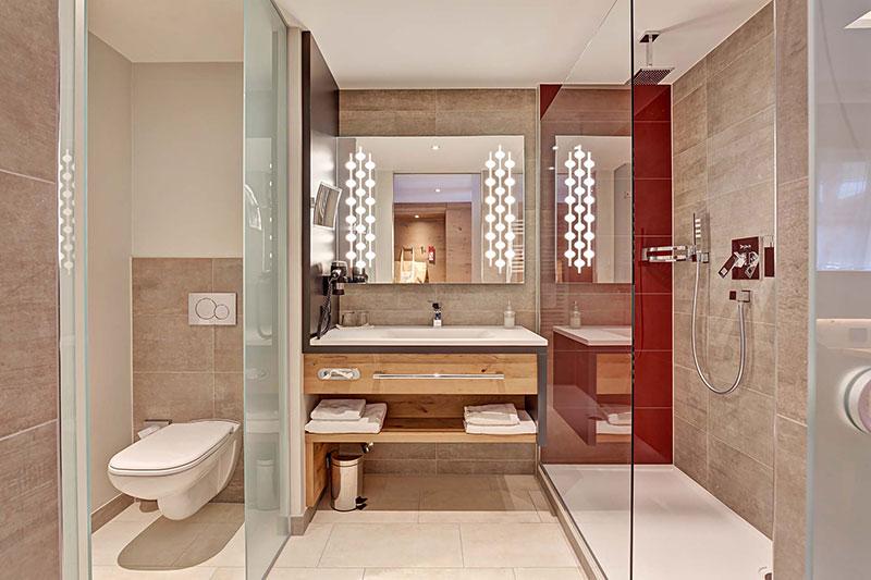 neue badezimmer im seminarhotel sporthotel wagrain. Black Bedroom Furniture Sets. Home Design Ideas